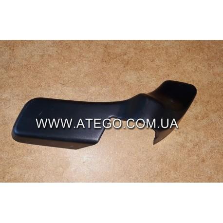 Верхняя накладка левого кронштейна зеркала Mercedes Atego 0008112907 (после 2005 года).