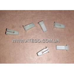 Дюбель под шуруп крепления обшивки кабины Mercedes Atego 0099881178.